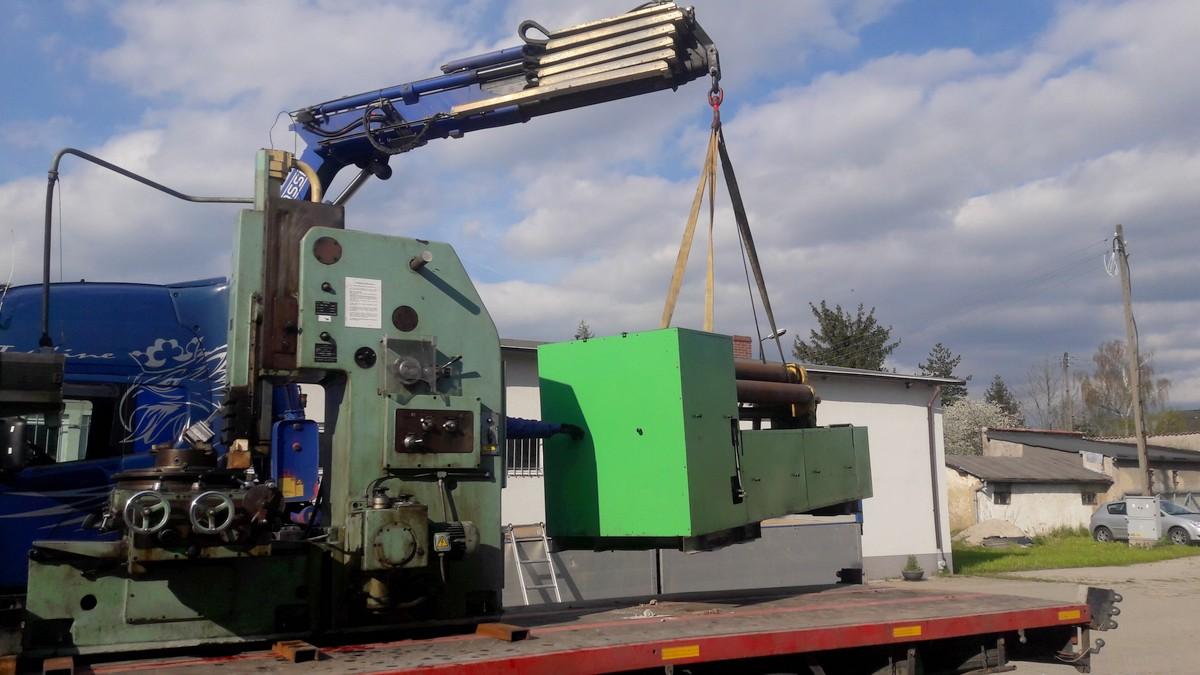 Rozładunek maszyn przy pomocy HDS 13t